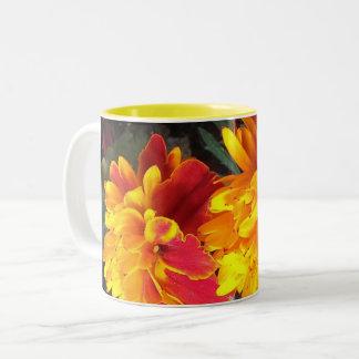 Toujours dans la tasse de souci de fleur