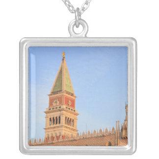 Tour de Bell, Piazza San Marco, Venise, Italie Collier