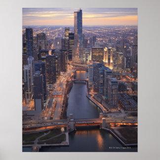 Tour de la rivière Chicago et d'atout d'en haut Posters
