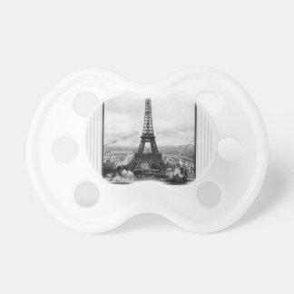 Tour Eiffel à Paris a barré le cru Sucette Pour Bébé