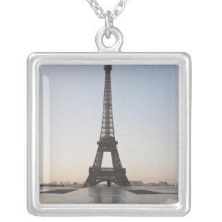 Tour Eiffel au crépuscule, Paris, Ile-de-France, Collier