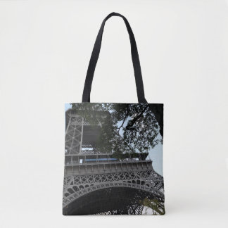 Tour Eiffel par le sac fourre-tout à arbres