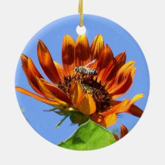 Tournesol de beauté d'automne et abeille de miel ornement