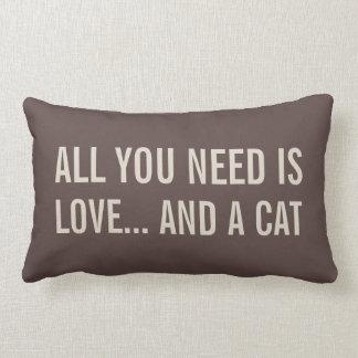 Tout que vous avez besoin est amour… et coussins