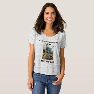 Tout que vous avez besoin est amour et mon chat ! t-shirt