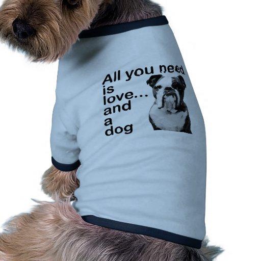Tout que vous avez besoin est amour… et un chien vêtement pour animal domestique