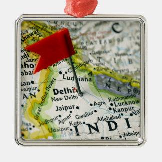 Tracez la goupille placée à New Delhi, Inde sur la Ornement Carré Argenté