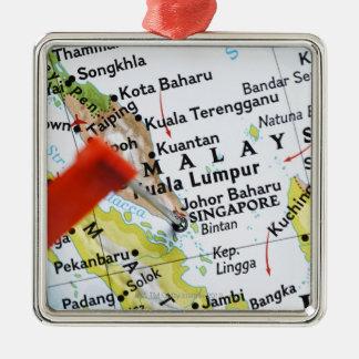 Tracez la goupille placée à Singapour sur la Ornement Carré Argenté