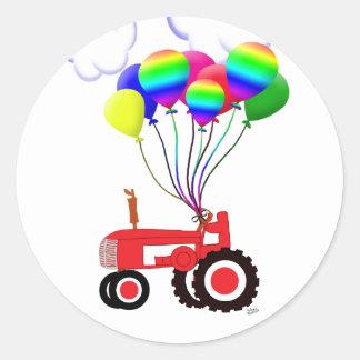 Tracteur avec des ballons sticker rond