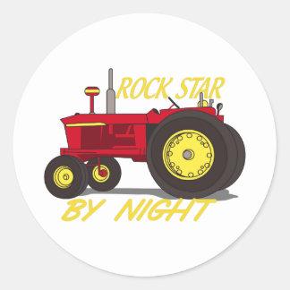 Tracteur de vedette du rock sticker rond