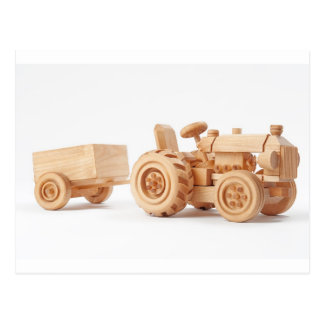 Tracteur en bois carte postale