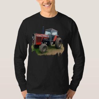 Tracteur rouge de Massey Ferguson dans le domaine T-shirt