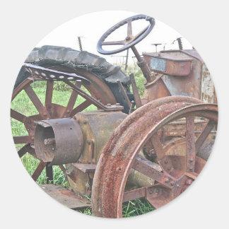 Tracteur rouillé sticker rond