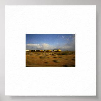 Train à travers le désert posters