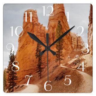 Traînée de boucle de Navajo, canyon de Bryce Horloge Carrée