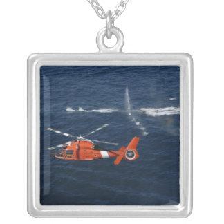 Trains d'un équipage d'hélicoptère pendentif carré