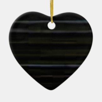 traits horizontaux en bois ornement cœur en céramique