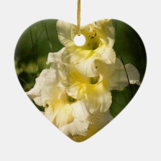 Transitoire jaune de fleur de glaïeul ornement cœur en céramique