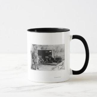 """Transporteur de courrier avec l'automobile """"de mug"""