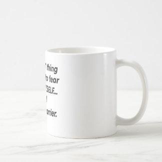 Transporteur de courrier de crainte mug