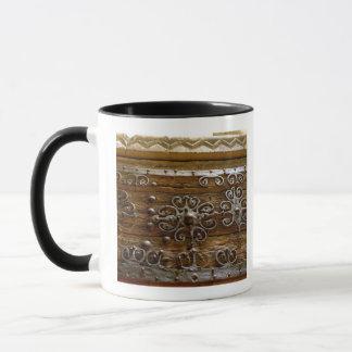 Travail normand de rouleau de fer sur la porte en mug
