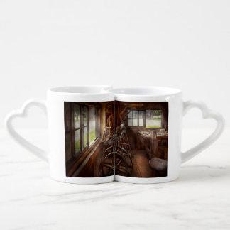 Travailleur du bois - l'art de tourner mugs amoureux
