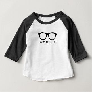 Travaillez-le les enfants nerd de l'amour t-shirt pour bébé