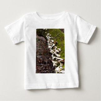 tree_moss_winter mushroom_downed t-shirt pour bébé