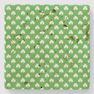 Trèfle en forme de coeur blanc sur St Patrick vert Dessous-de-verre En Pierre