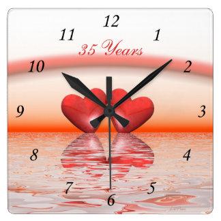 trente-cinquième Coeurs de corail d'anniversaire Horloge Carrée