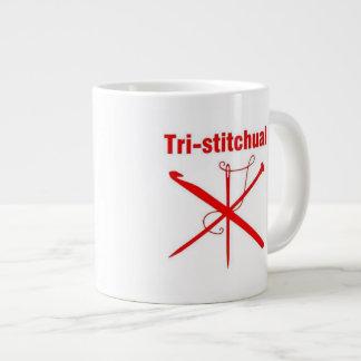 Tri-stitchual tasse