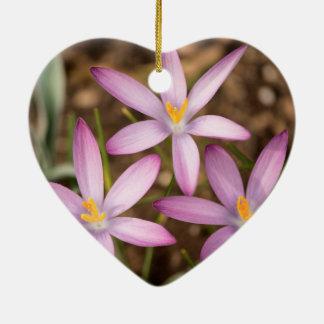 Triangle de crocus de lavande ornement cœur en céramique