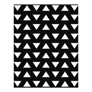 Triangles blanches sur le noir. Un modèle géométri Prospectus 21,6 Cm X 24,94 Cm