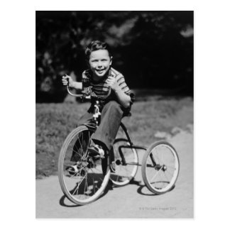 Tricycle d'équitation de garçon cartes postales