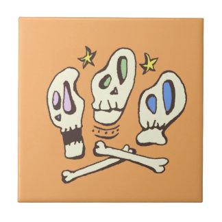 Trois crânes petit carreau carré