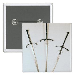 Trois épées à deux mains, 1570 badge