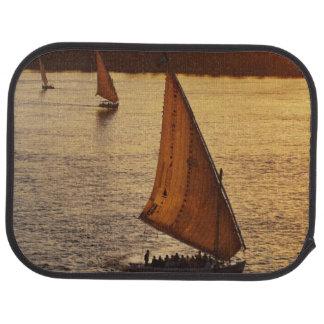 Trois falukas avec des touristes sur le Nil à Tapis De Voiture