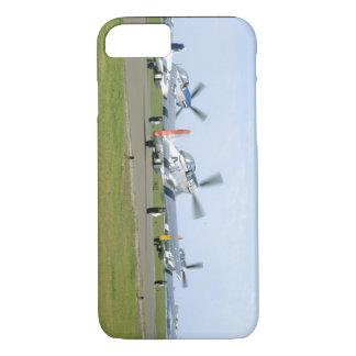 Trois mustangs P51 prenant des avions d'Off_WWII Coque iPhone 7