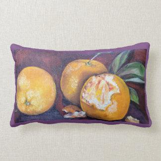Trois oranges sur un coussin
