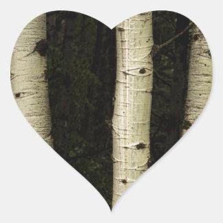 Trois piliers de la forêt sticker cœur