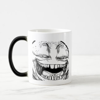 Troll de sourire de disparition font face à la mug magic