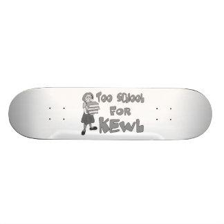 Trop école pour Kewl Skateboards Customisés