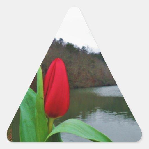Tulipe rouge de ressort à la pointe de flèche de sticker en triangle
