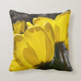 Tulipes ensoleillées coussin décoratif