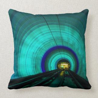 Tunnel de chemin de fer bleu, Singapour Coussin Décoratif