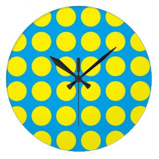 Turquoise jaune de pois grande horloge ronde