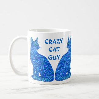 Type fou s'asseyant abstrait de chat de chat de mug blanc