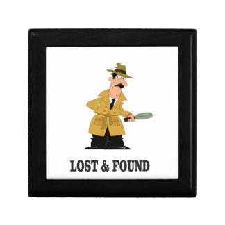 type perdu et trouvé petite boîte à bijoux carrée