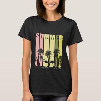Typographie décontractée élégante d'été de T-shirt