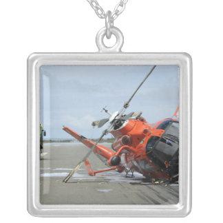 Un accident d'hélicoptère de dauphin de la garde pendentif carré